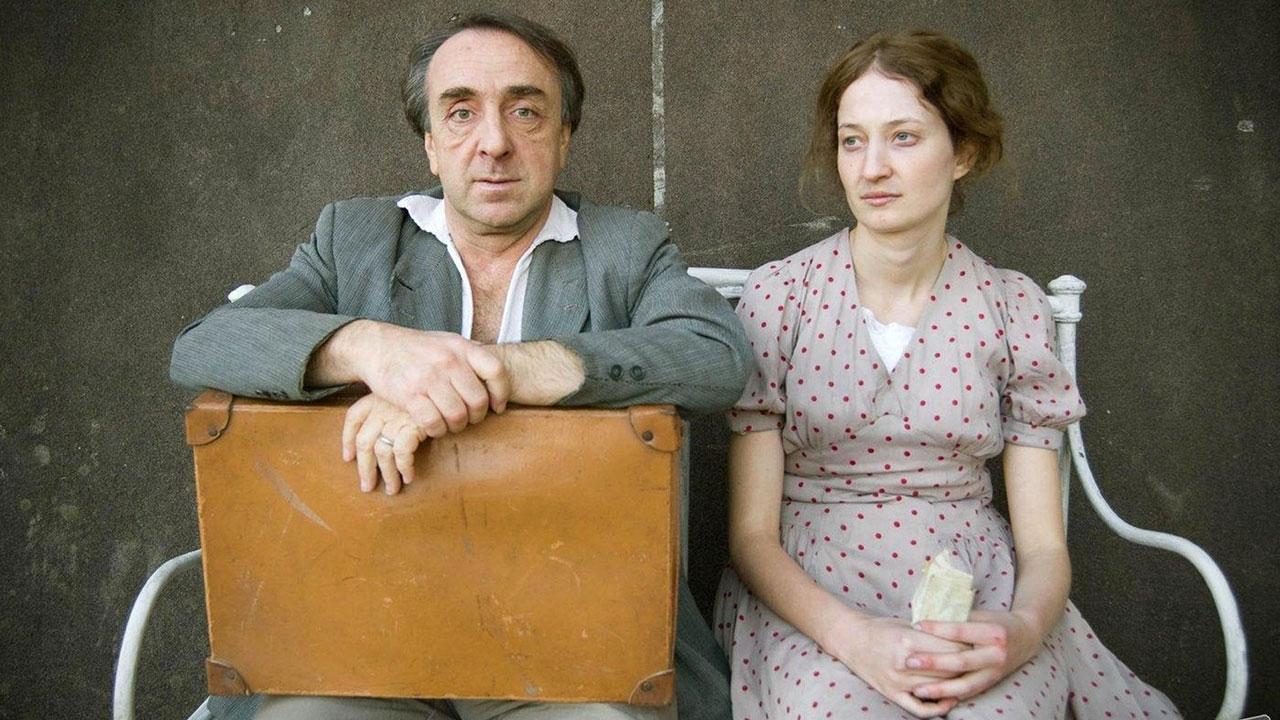 In foto Silvio Orlando (64 anni) Dall'articolo: Stasera in TV: i film da non perdere di martedì 19 maggio 2020.