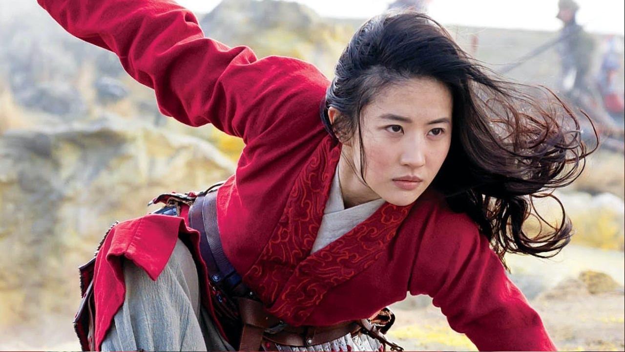 Mulan, l'eroina si spoglia dell'ironia e veste i panni della prodigiosa guerriera