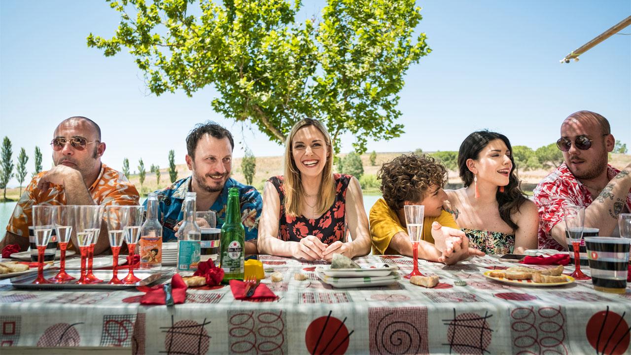 -  Dall'articolo: I predatori, un debutto che si misura a testa alta con i registri tipici della commedia all'italiana.