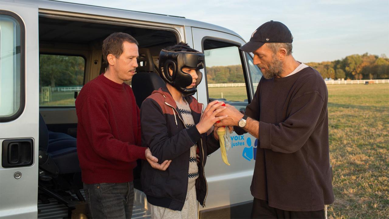 The Specials, guarda l'inizio del film con Vincent Cassel e Reda Kateb