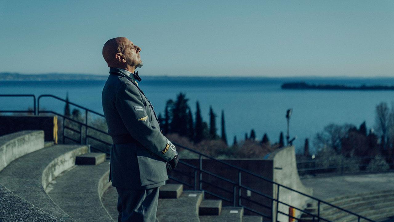In foto Sergio Castellitto (68 anni) Dall'articolo: Il cattivo poeta, il nuovo trailer del film [HD].