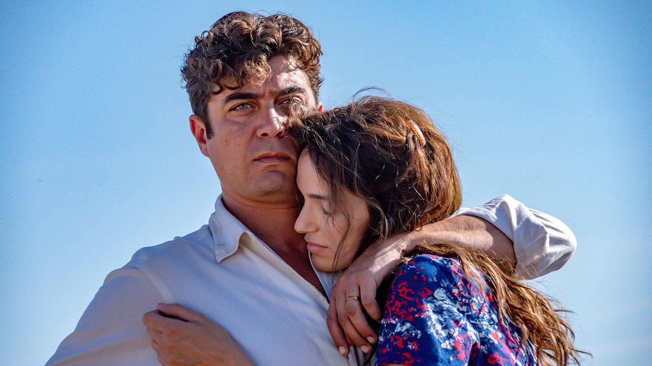 In foto Riccardo Scamarcio (42 anni) Dall'articolo: L'ultimo paradiso, il trailer ufficiale del film [HD].