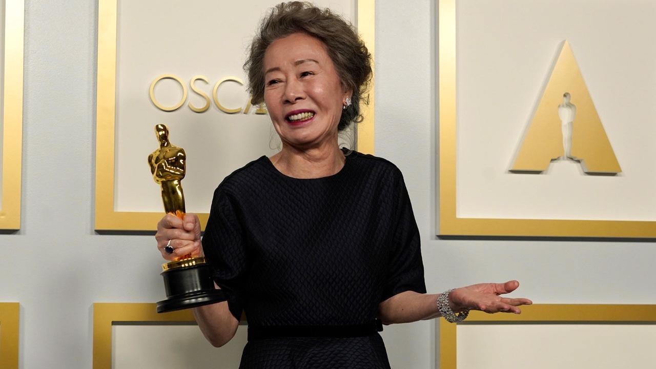 In foto Yuh Jung Youn (74 anni) Dall'articolo: Oscar 2021, è il trionfo di Nomadland - Tutti i vincitori.