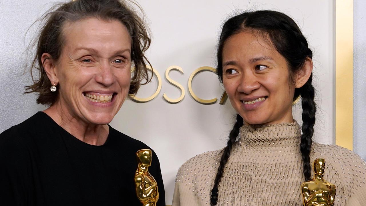 -  Dall'articolo: Frances McDormand vince l'Oscar 2021 alla Miglior Attrice per Nomadland.