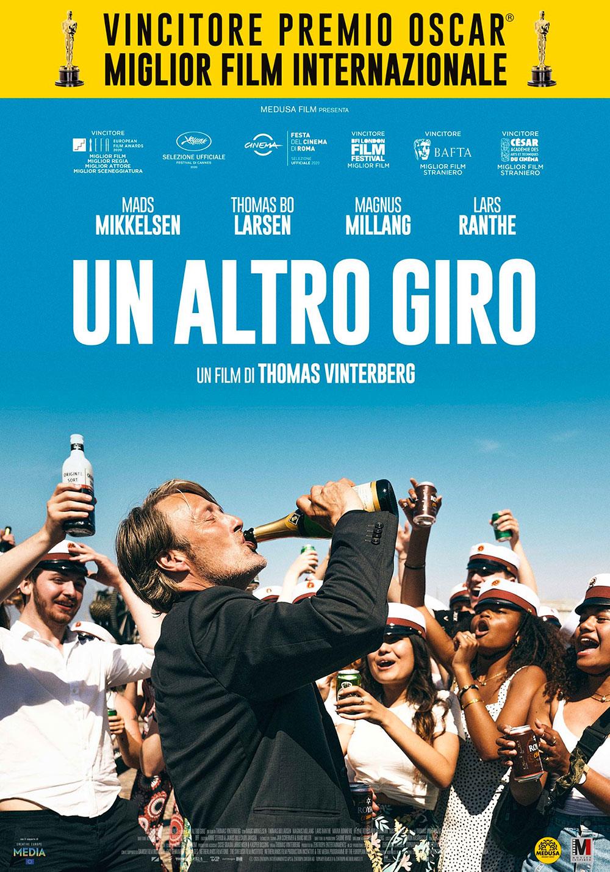 In foto Mads Mikkelsen (56 anni) Dall'articolo: Un altro giro, il poster italiano del film.