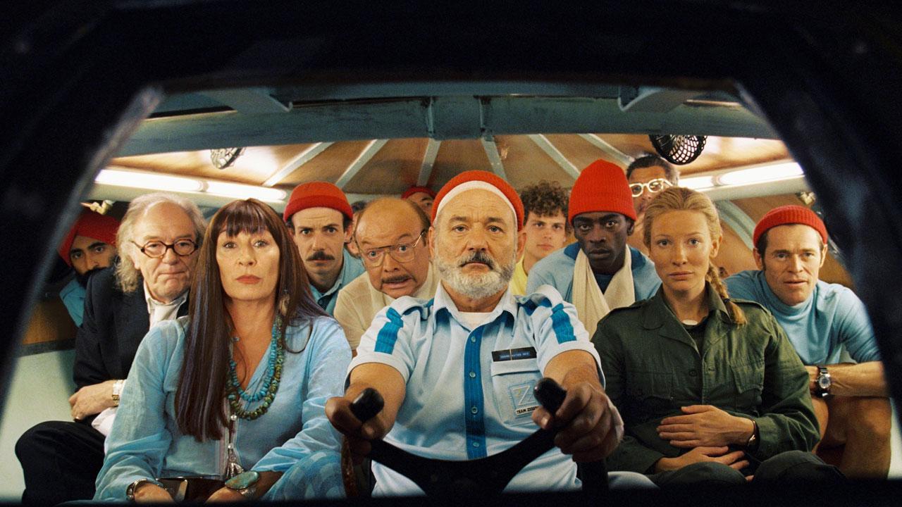 Una scena di Le avventure acquatiche di Steve Zissou cromata in azzurro del regista Anderson