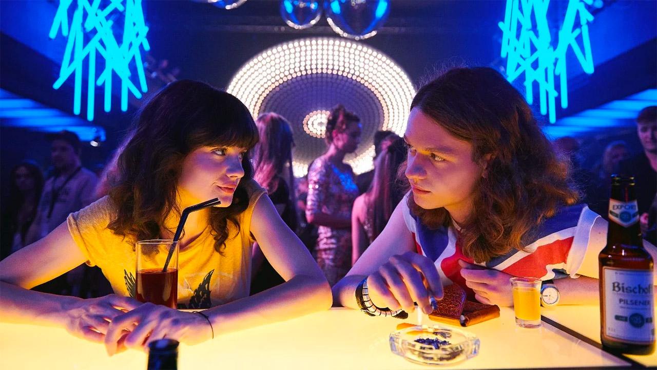 Noi, i ragazzi dello zoo di Berlino, un teen drama che abbandona il realismo in nome dell'attualizzazione