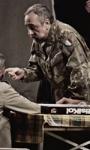 Missione di pace, dissacrante guerra tra generazioni