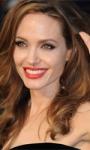 Angelina Jolie sarà una studentessa ventunenne vergine?